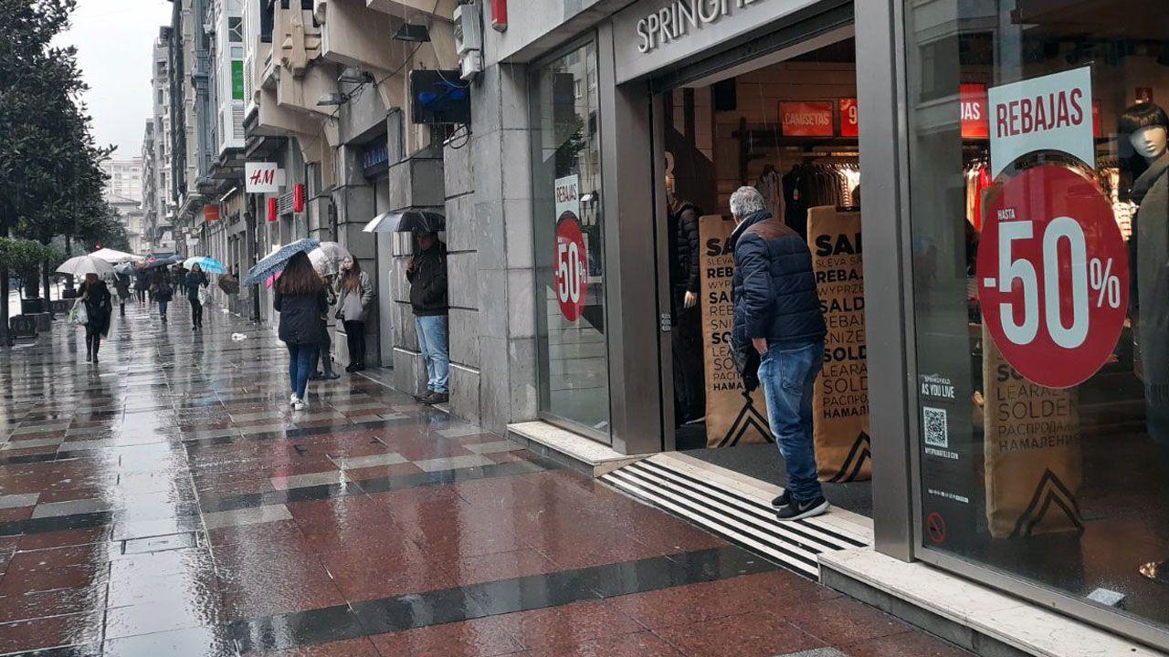 Primer días de rebajas en Oviedo.Primer días de rebajas en Oviedo