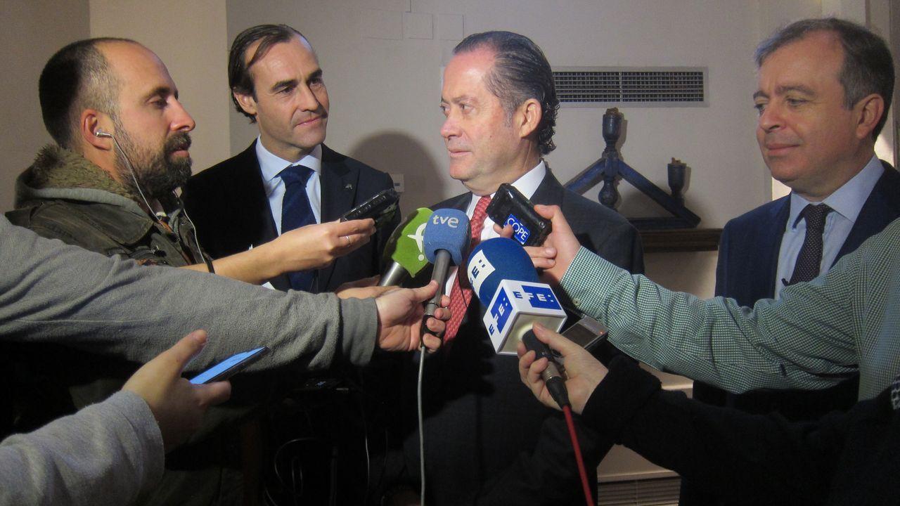 Juan Carlos Escotet, presidente de Abanca, atiende a los medios este miércoles en Mérida