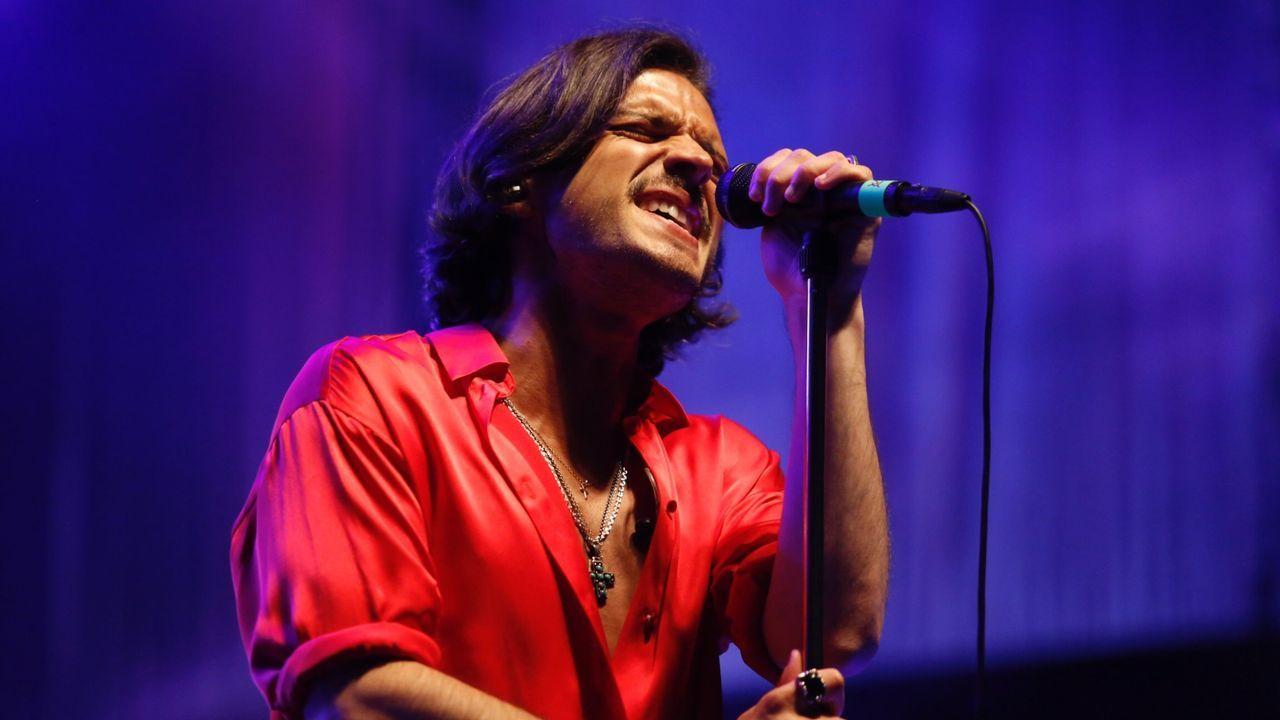En la imagen, el cantante y compositor Fredi Leis