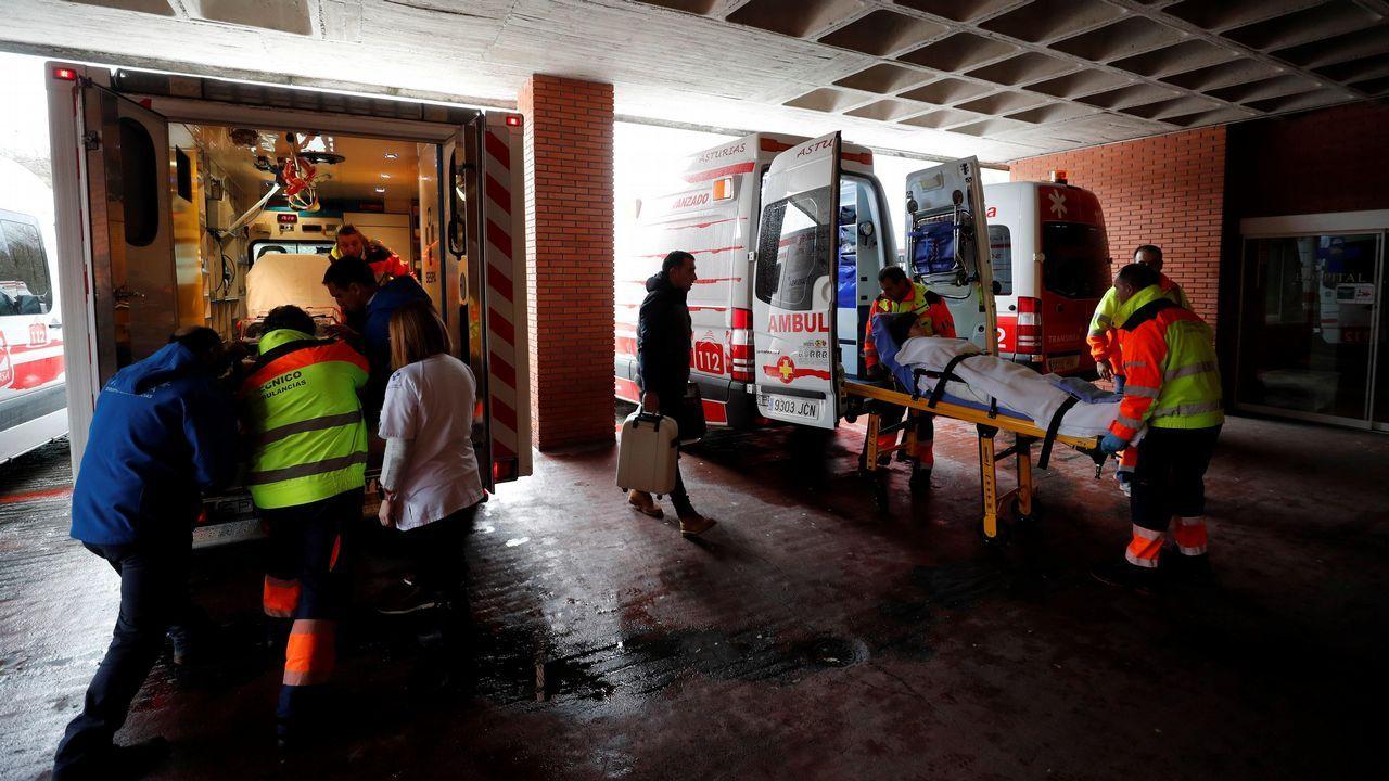 Joselu Requexon Real Oviedo.Los pacientes del hospital de Arriondas, son desalojados al haberse decretado alerta por inundaciones