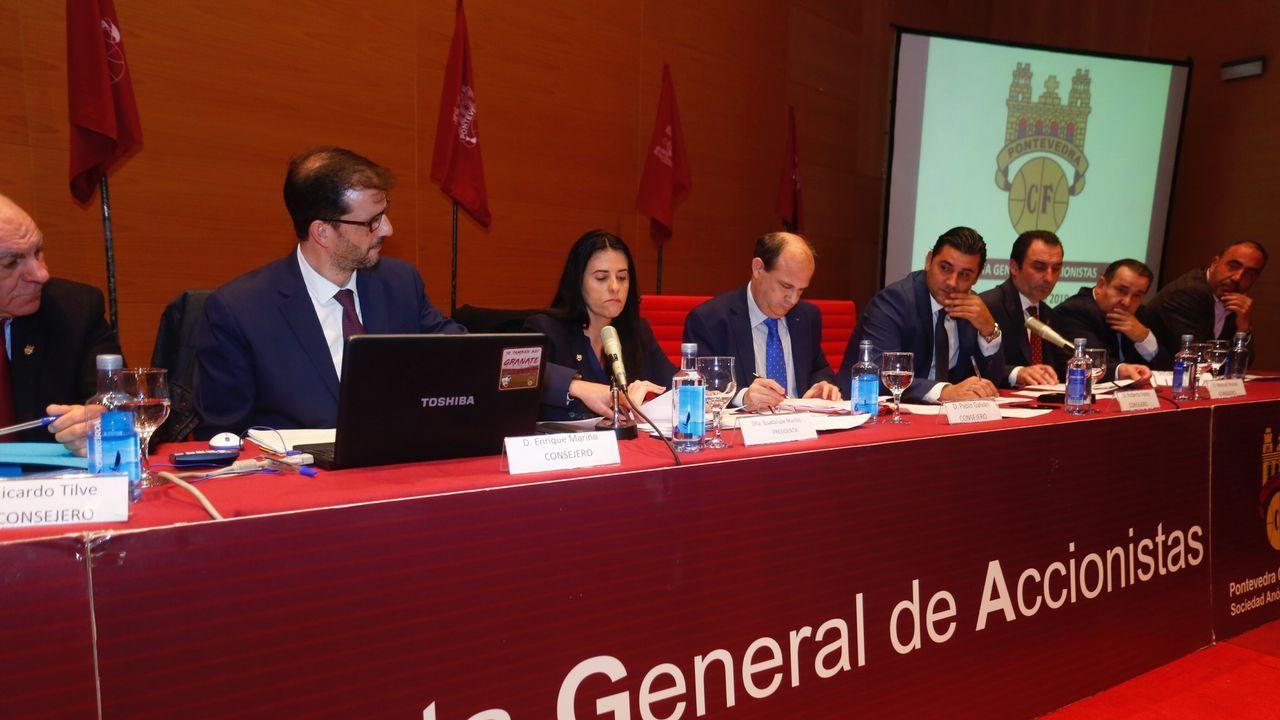 Junta de accionistas del Pontevedra.El presidente del Principaos, Javier Fernández, y el consejero de Turismo, Isaac Pola, durante el día de Asturias en Fitur
