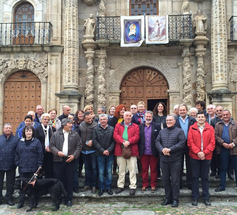 Los participantes en el acto de defensa de As Ermitas.