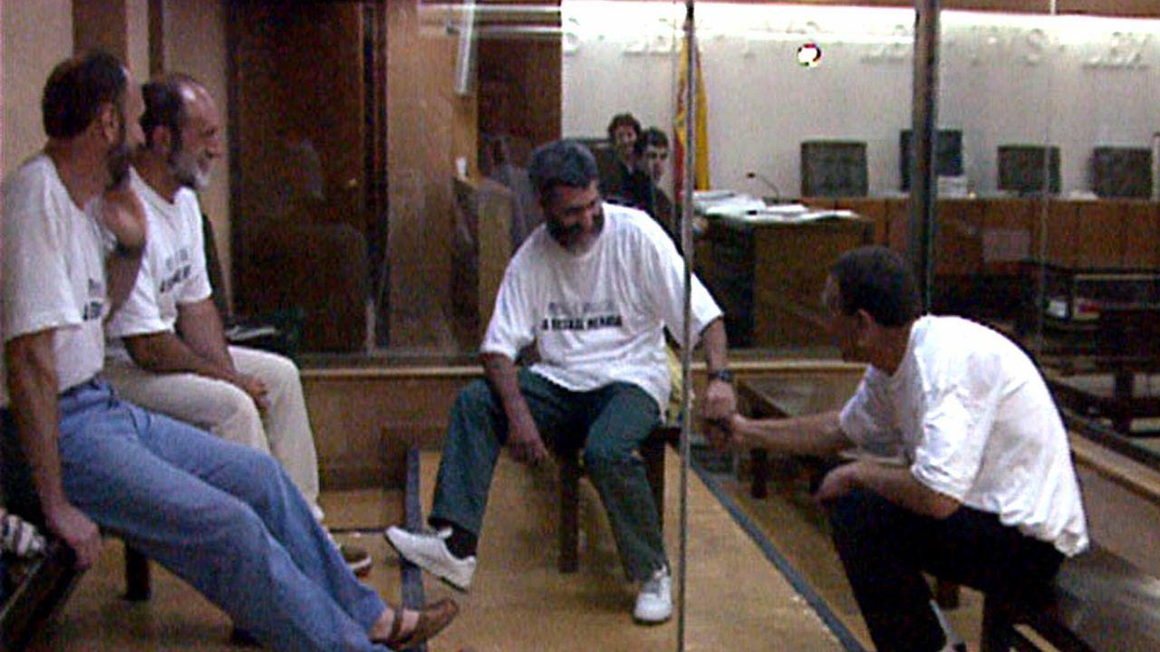 EN DIRECTO: Comparecen el ministro de Interior y el de Justicia.José Luis Erostegui Bidaguren, segundo por la izquierda, en el juicio celebrado en la Audiencia Nacional en 1998