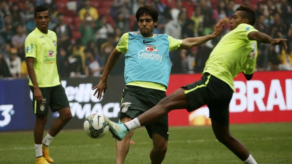 david villa.Kaká (c), durante un entrenamiento de la selección brasileña en el estadio Nacional de Pekín (China)