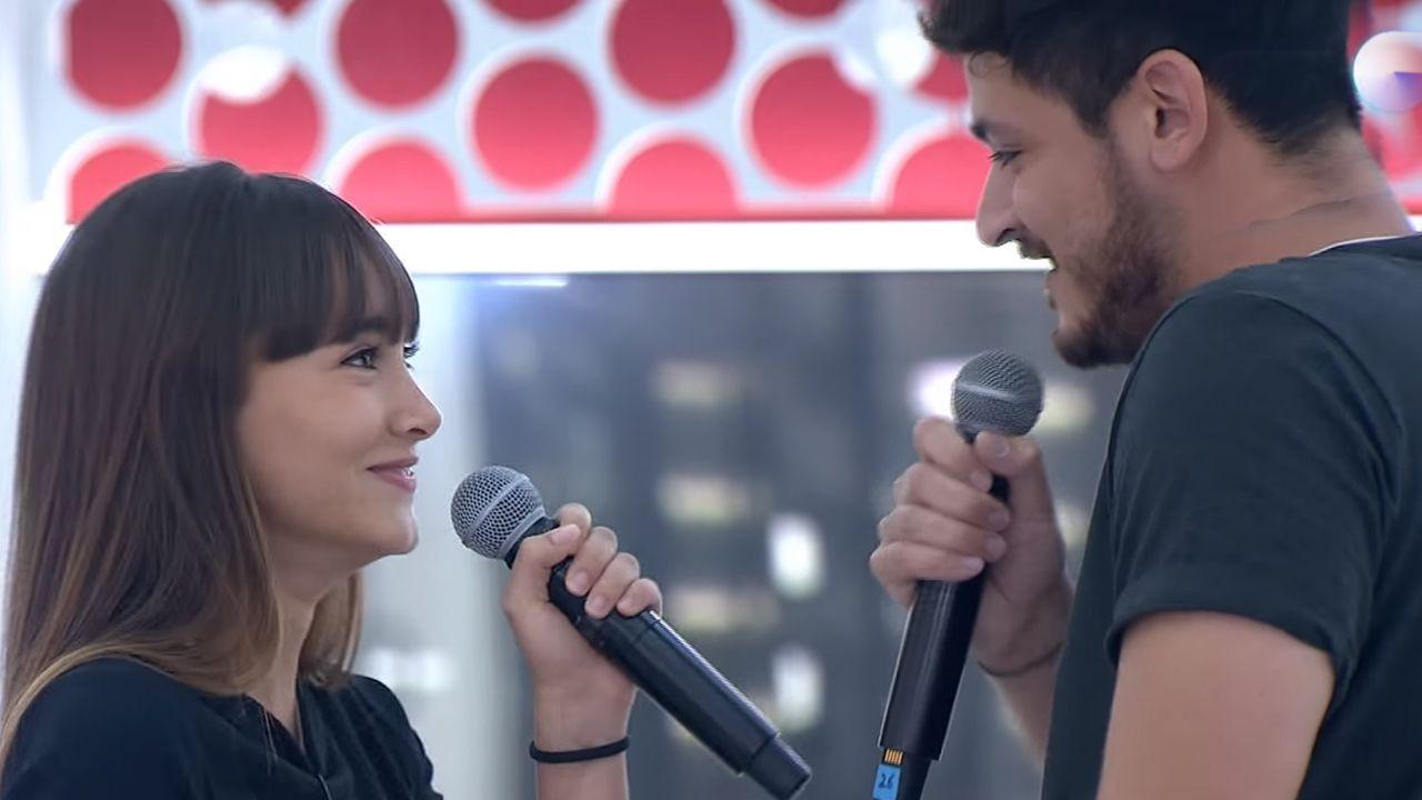 Segundo pase de micros de Aitana y Cepeda cantando «No puedo vivir sin ti»