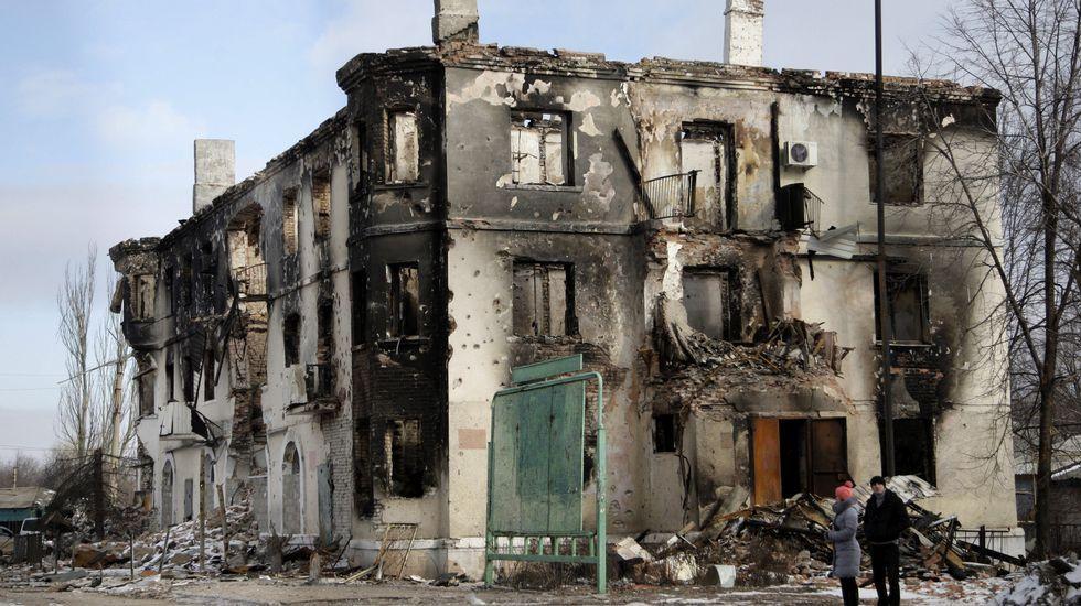 Conmoción por el asesinato a tiros en Moscú del líder opositor Boris Nemtsov.Edificio en ruinas en Debáltsevo.