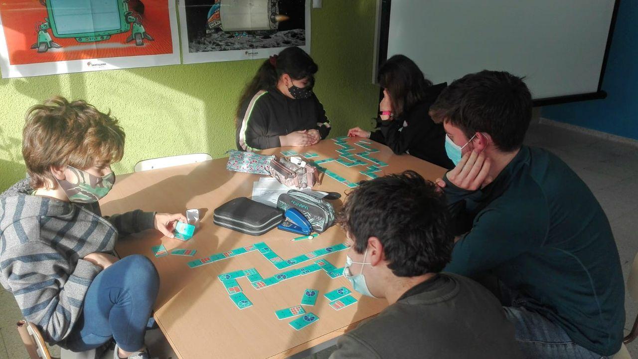 Alumnos del CEIP Castrelo de Miño trabajando en el proyecto ganador