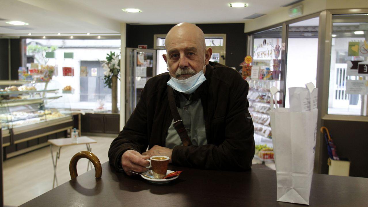 Liborio Varela, uno de los primeros clientes de la reapertura de la cafetería Parque