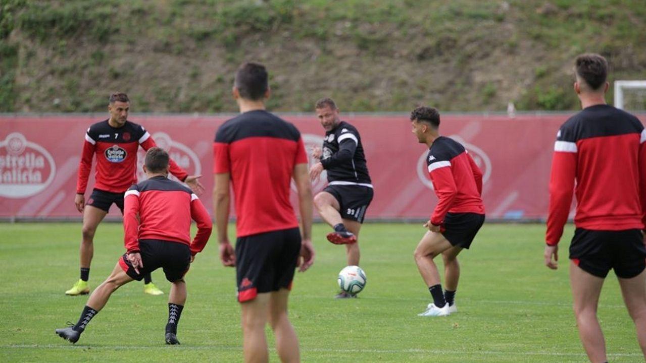 Curro Torres trabajando con algunos jugadores del Lugo en un entrenamiento en O Ceao