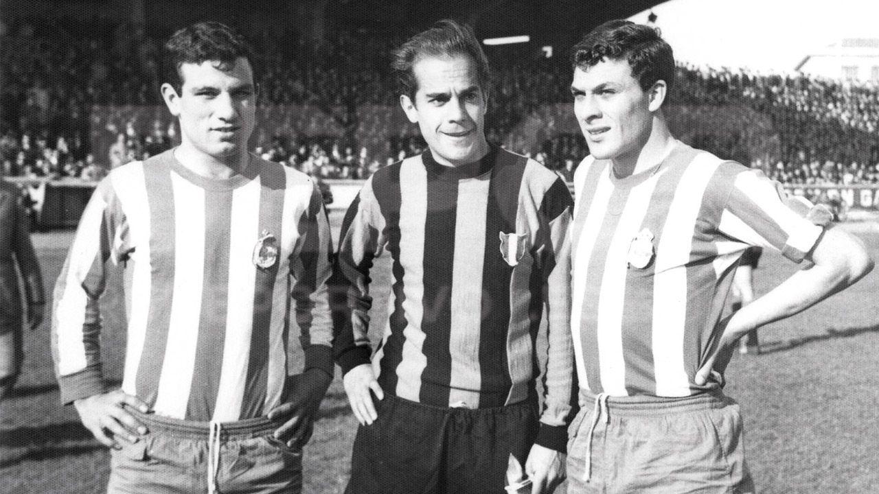 Luis Suárez Miramontes regresó a Riazor en 1966 vistiendo la camiseta del Inter de Milán. El Arquitecto (en el centro) junto a Manolete y Loureda.