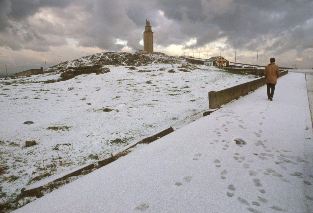 La gran nevada del 87. Está en el recuerdo de todos porque nevó en prácticamente toda Galicia, incluso al nivel del mar y en el sur de la comunidad. En la imagen, A Coruña.