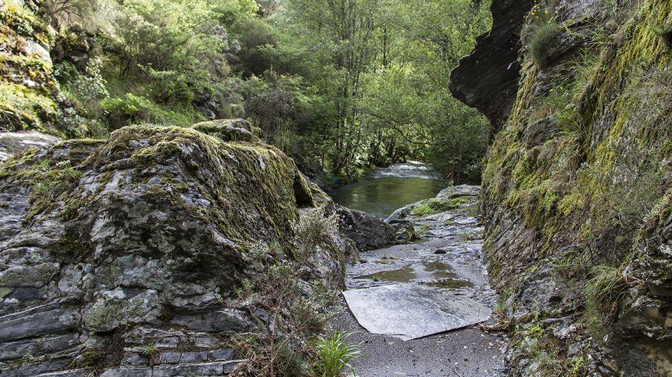 Una vista de detalle del tramo más visible del canal minero