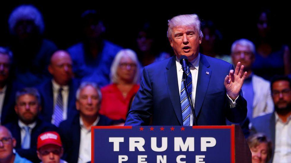 ¿Qué famosos apoyan a los candidatos a la Casa Blanca?.Clean Eastwood