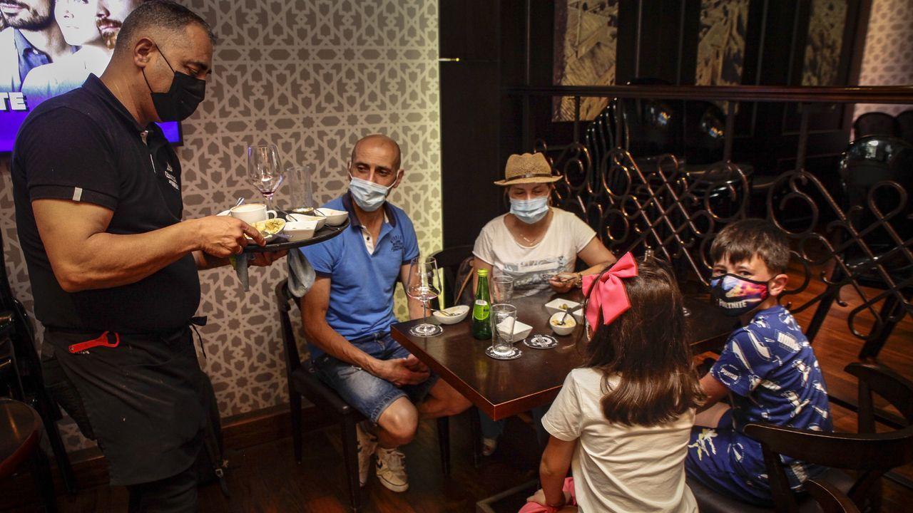 Los negocios hosteleros disponen del 50 % de aforo interior, con hasta seis personas por mesa
