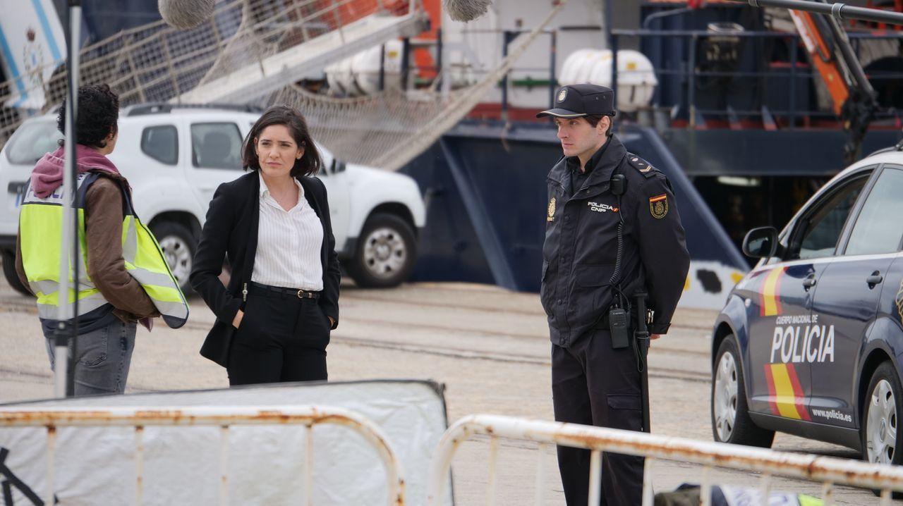 escenarioses.Los puertos de Oza (A Coruña), Ferrol y Sada son las tres radas que recrean a la de Ardora en la ficción de Voz Audiovisual para la Televisión de Galicia. En la escena, la protagonista Melania Cruz, que interpreta a la policía nacional Manuela Fortes