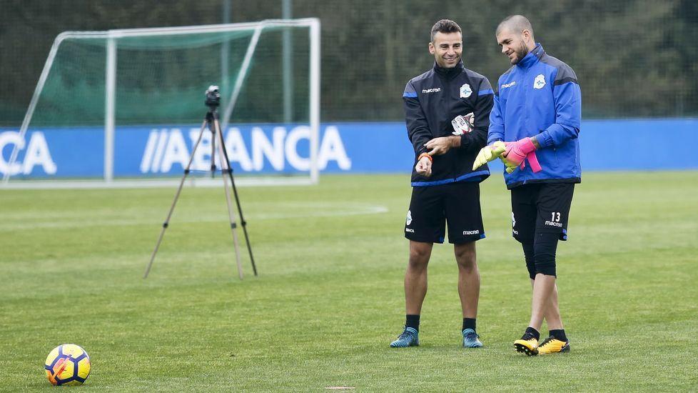 Manu Sotelo charla con Rubén durante un entrenamiento