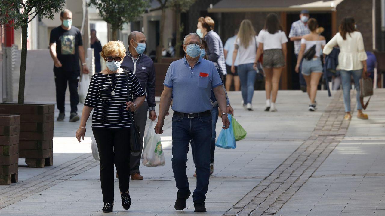 Primer día de uso obligatorio de mascarillas en Barbanza.La plantilla de Gabadi en el astillero chino está formada por personal local y de Ferrolterra