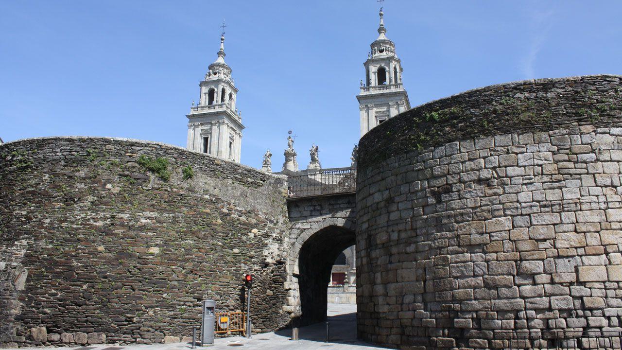 Muralla de Lugo.Autovía del Cantábrico a su paso por el occidente