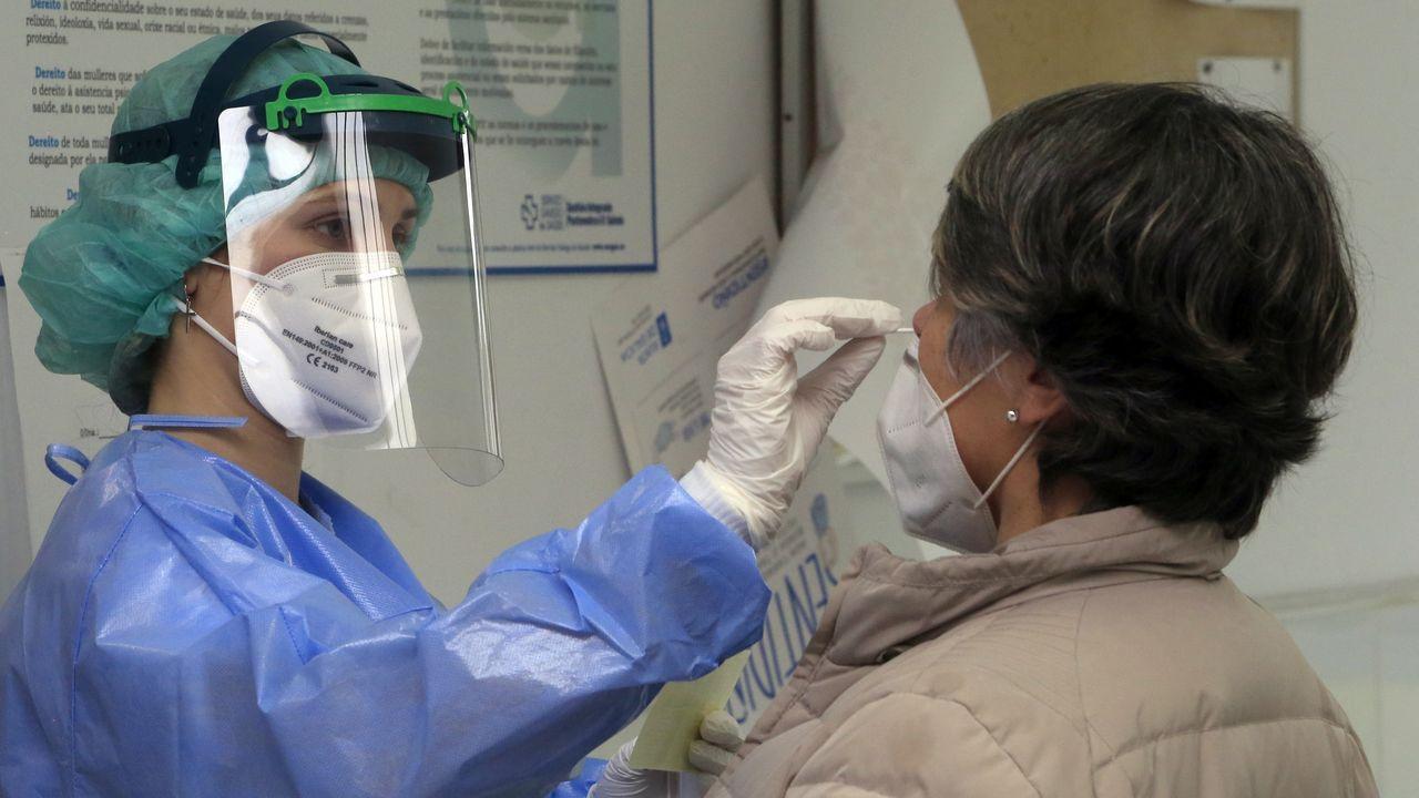 En directo   El conselleiro de Sanidade explica los cambios en las restricciones en Galicia.Cribado en el campus de Pontevedra