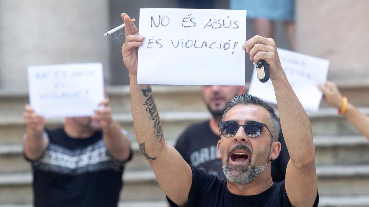 Los Mossos han intervenido para contener a un tío de la víctima de la violación que intentaba abalanzarse sobre los siete acusados