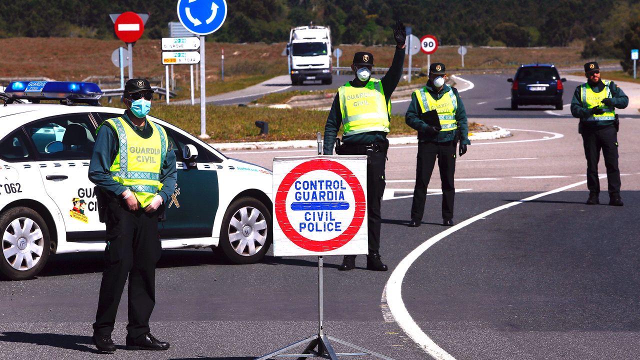 Un control de la Guardia Civil obliga a parar a los automovilistas en una de las entradas del municipio de O Grove
