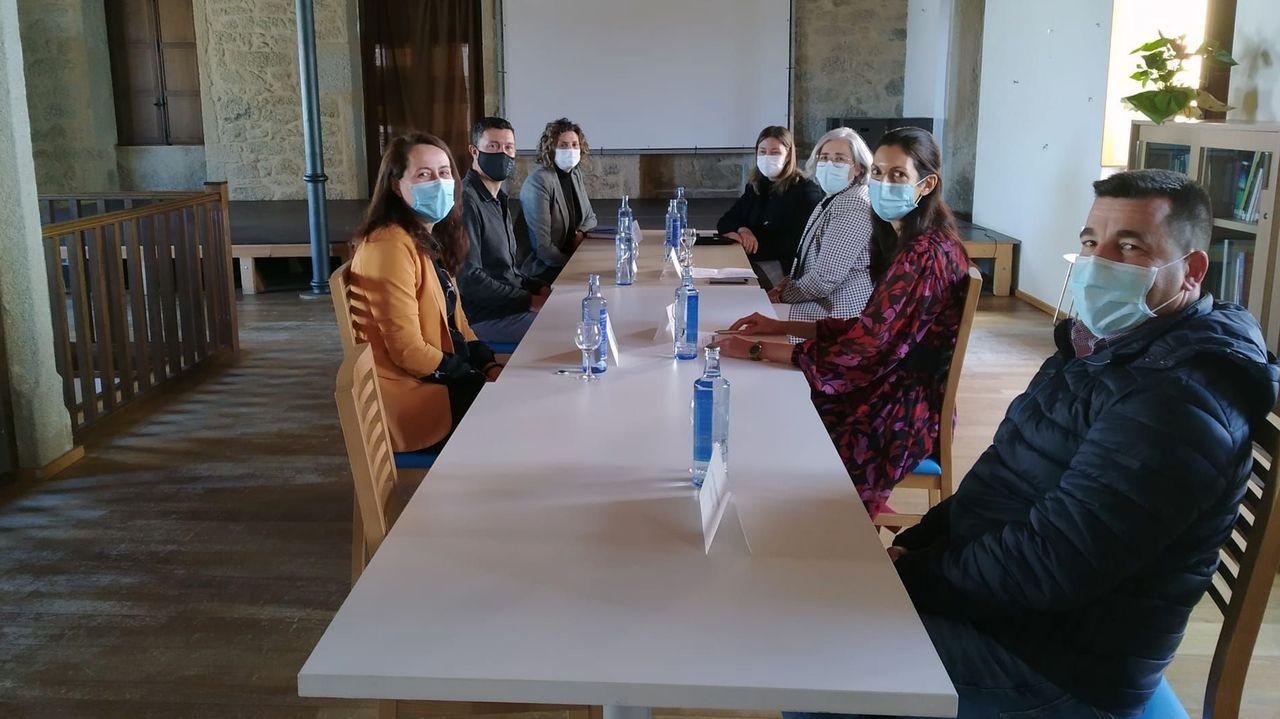 Los miembros de la mesa de calidad, reunidos en la Escola Habanera de Guitiriz
