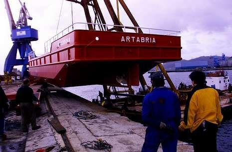 Imagen de archivo de una unidad de limpieza marítima construida por Cotrafer para Repsol.