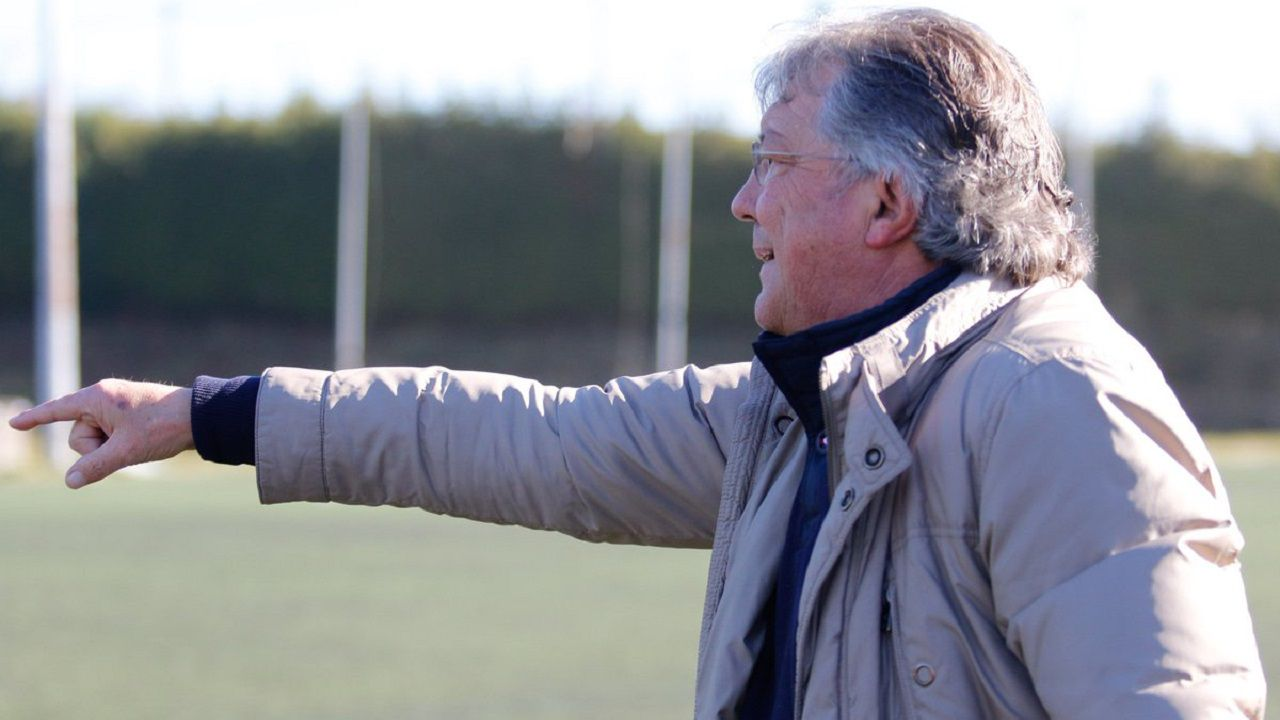 Adolfo Pulgar durante un Atlético Lugones-Vetusta en Santa Bárbara