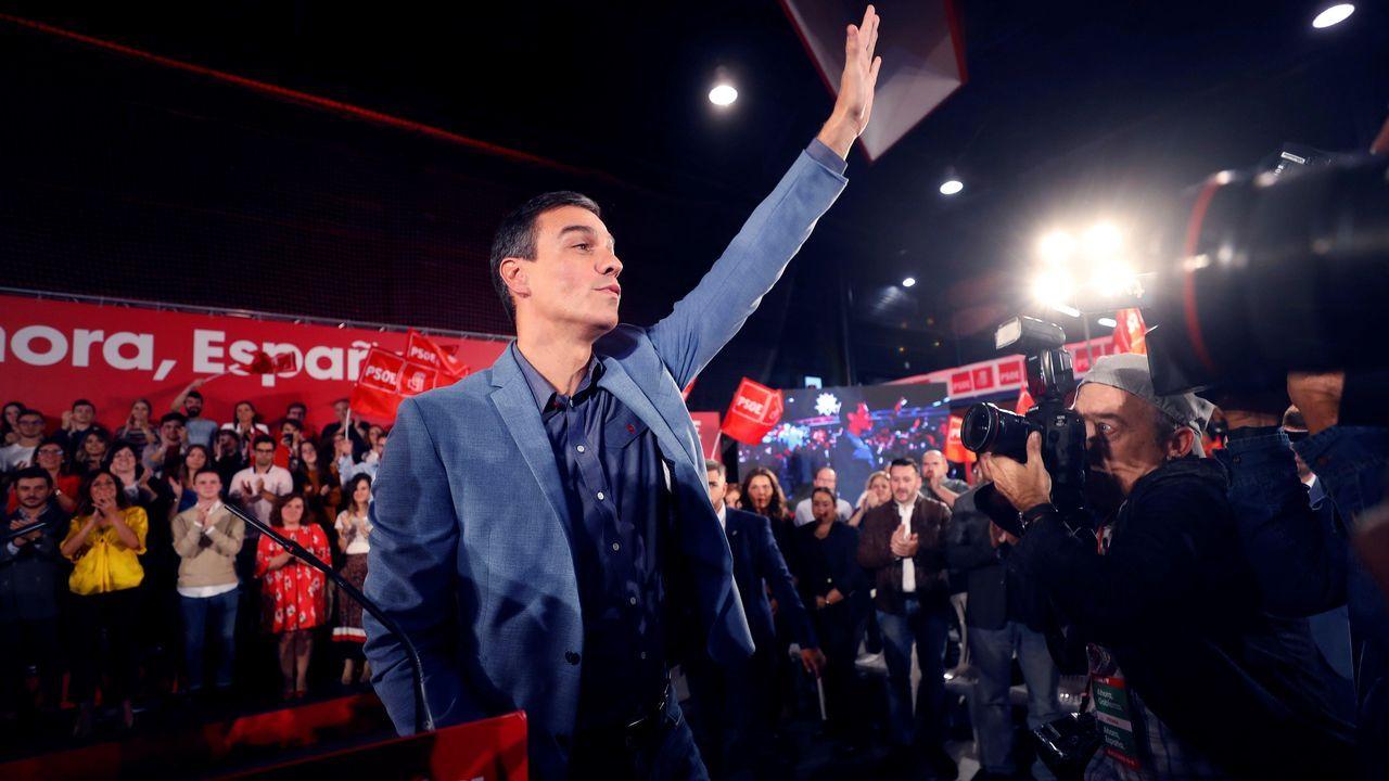 El secretario general del PSOE y presidente del Gobierno en funciones, Pedro Sánchez participa en un acto de precampaña este viernes en el polideportivo Corredoria Arena de Oviedo.