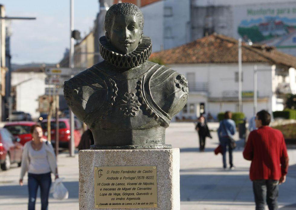 La estrella Cervantes y sus cuatro planetas.Monumento al séptimo conde de Lemos en la plaza de la Compañía de Monforte.
