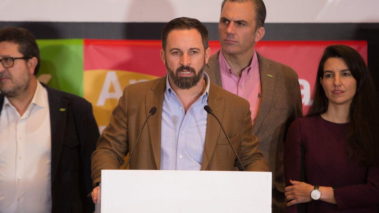 El presidente de Vox, Santiago Abascal, junto a otros cargos del partido