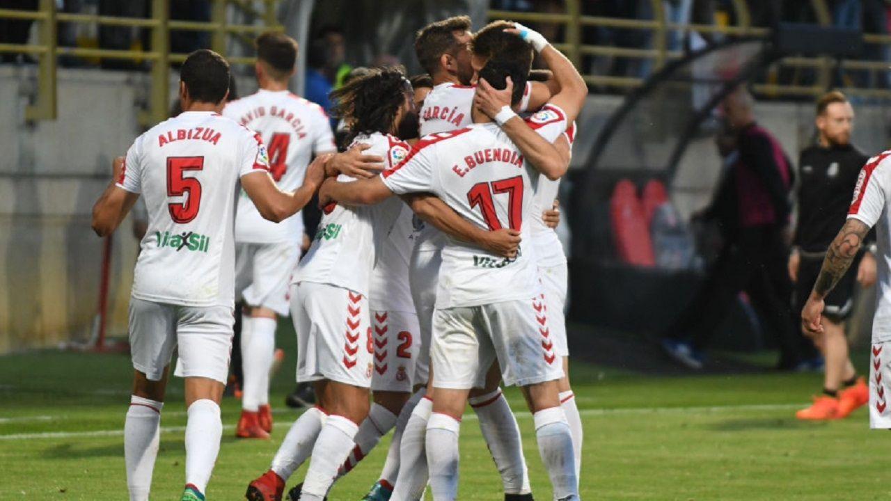 Gol Señe Cultural Real Oviedo Reino de Leon.Los futbolistas de la Cultural celebran el gol de Señe
