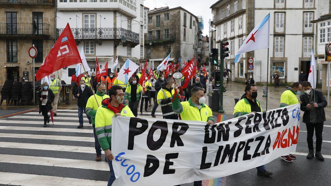 Jornada de protestas de la hostelería gallega.Los operarios de Urbaser reclaman una reunión con Raxoi