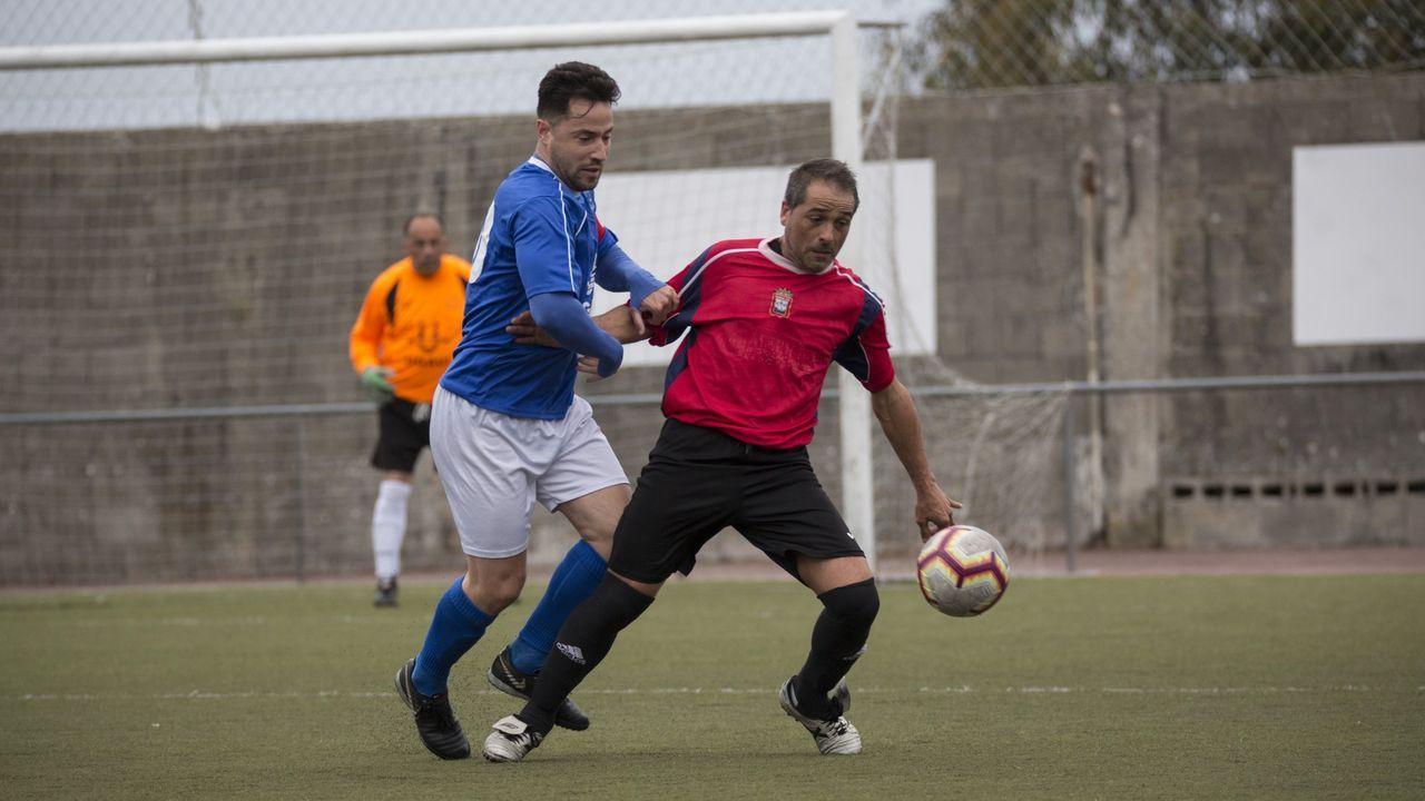 Josín, con Álex Menéndez en segundo plano, en un entrenamiento con el Vetusta
