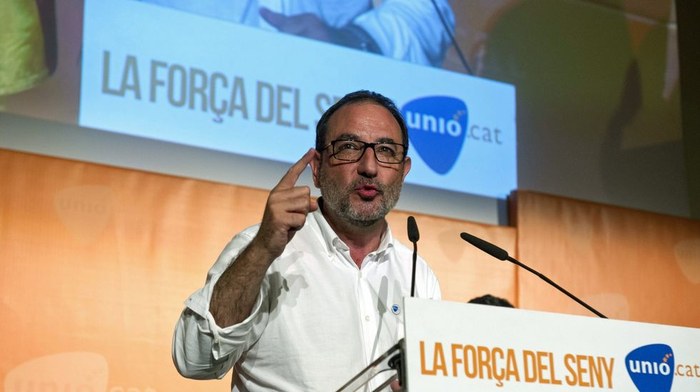 Ramón Espadaler, Unió. Sant Quirze de Besora (1963). Licenciado en Geografía e Historia, trabajó en la gasolinera de su familia en su juventud. Fue consejero del Gobierno catalán con Jordi Pujol y con Artur Mas.