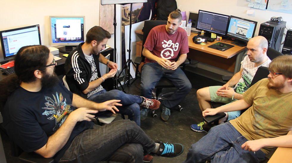 Las oficinas gijonesas de TechPump.Ulises Martínez, segundo por la derecha, junto al equipo de Nuberu Games
