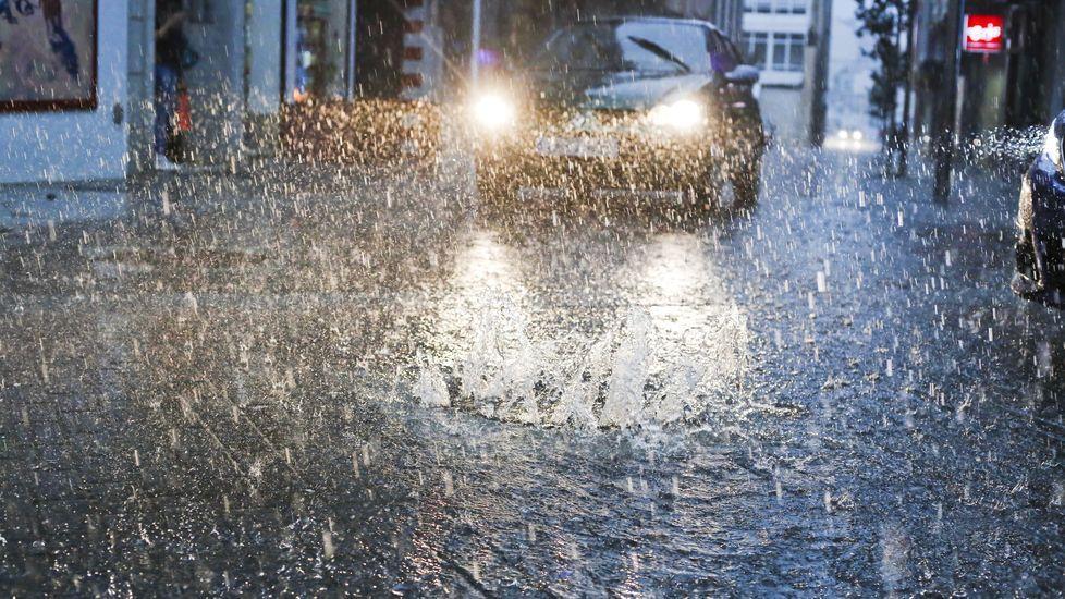 Llueve en Carballo: así descargó la tormenta en la localidad