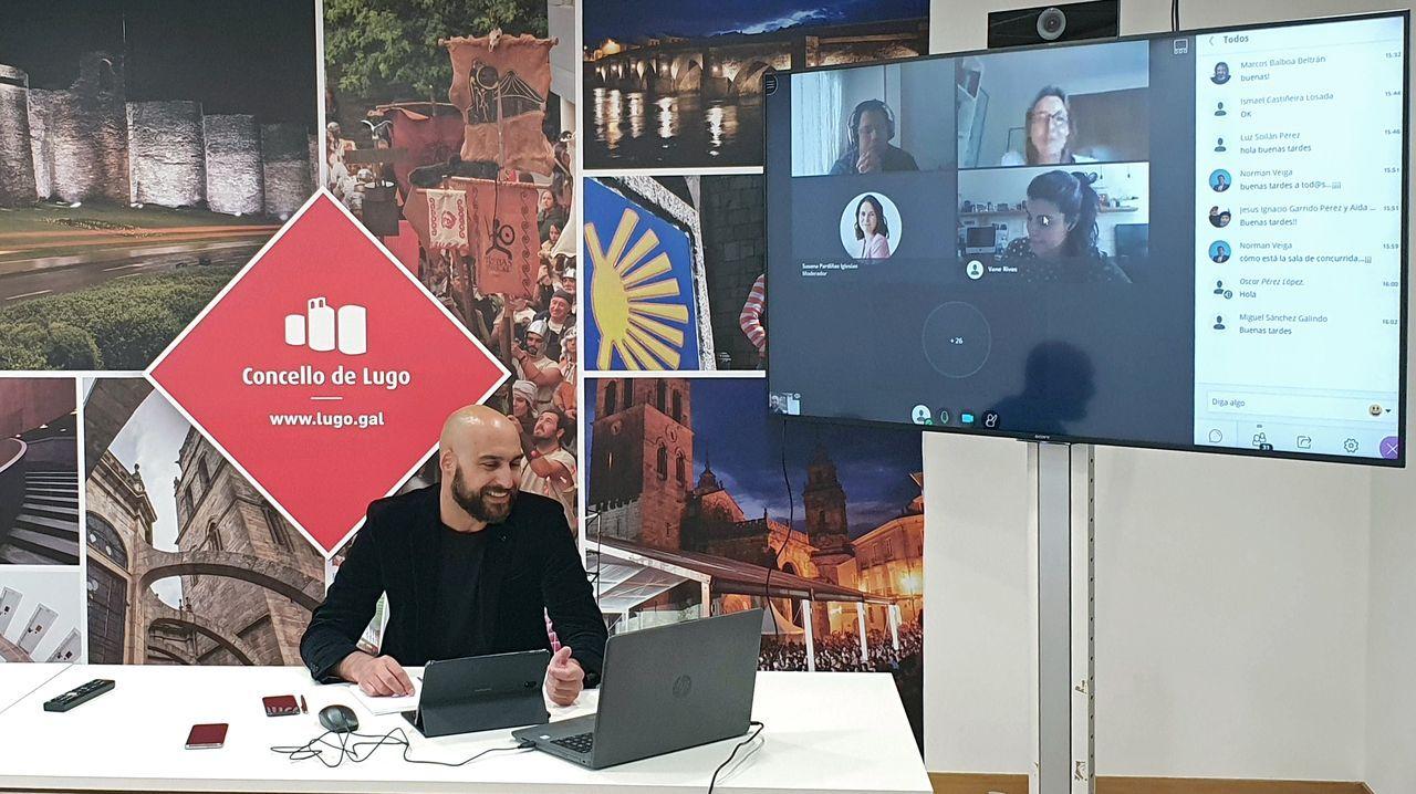 El concejal de Desenvolvemento Local, Mauricio Repetto, por videoconferencia con alguno de los emprendedores que se forman en el programa Incio Coworking