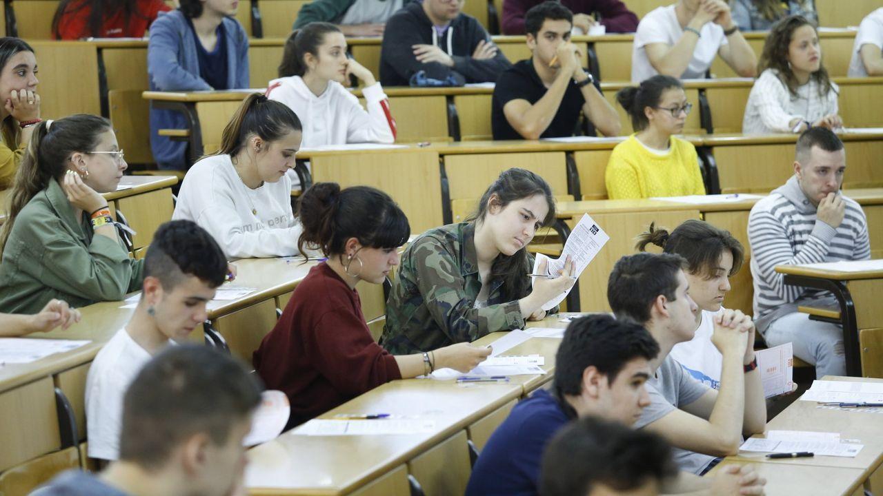 Alumnos haciendo la selectividad en Santiago el pasado julio