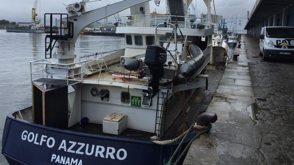 El «Golfo Azurro» atracado en A Coruña