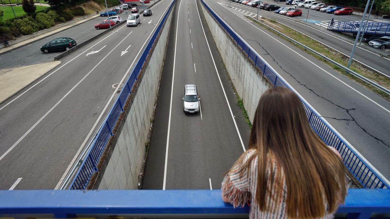 Este es el puente de la N-120 donde madre e hijo se tiraron al vacío.Toma de huellas en la zona, próxima a la estación de autobuses