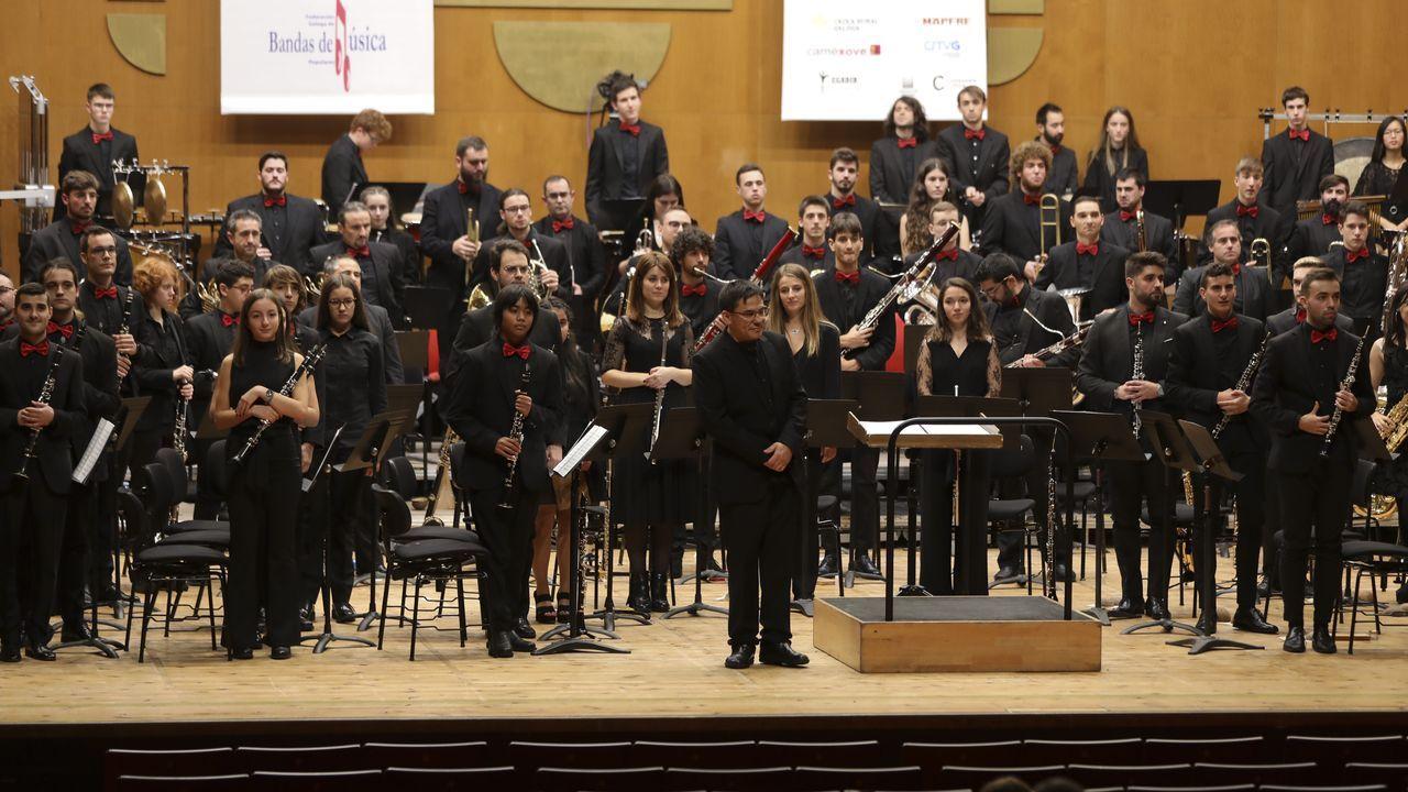 Así fue el Certame Galego de Bandas celebrado en Compostela.Colectivos de actores creen que la Xunta está abriendo la puerta a la privatización de los montajes del CDG y el CCG. En la imagen, una de las últimas producciones de la compañía teatral, «Neorretranca e posmorriña»