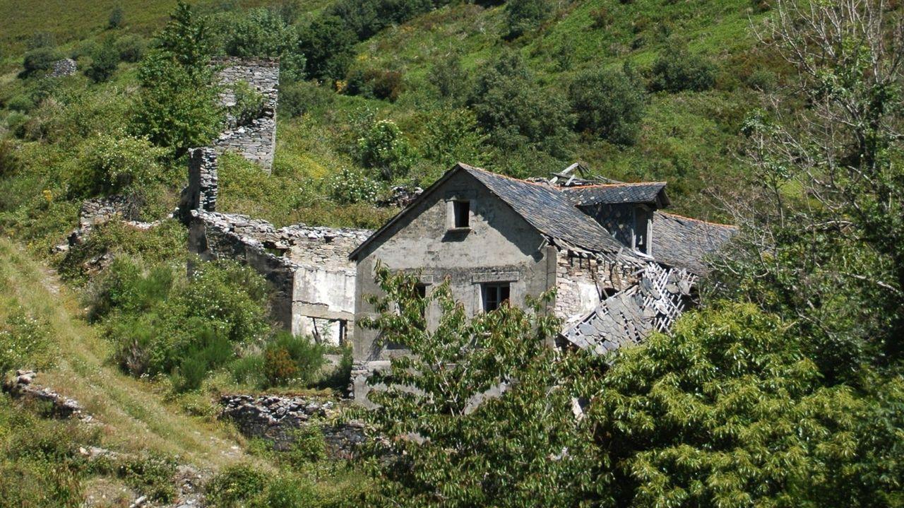 Una caminata visual por la Ruta de la Encomienda.Ruinas de construcciones que formaban parte de la antigua explotación minera