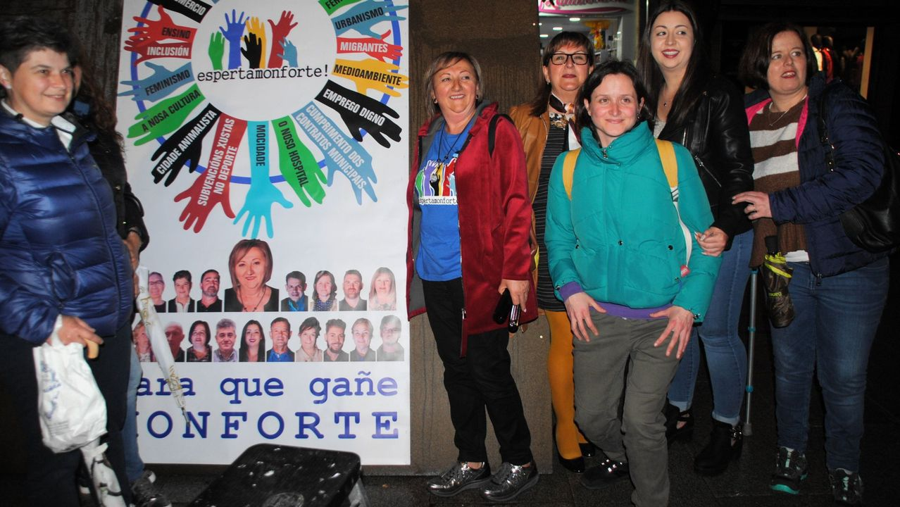 Maribel García, segunda por la izquierda, al inicio de la campaña electoral del año pasado