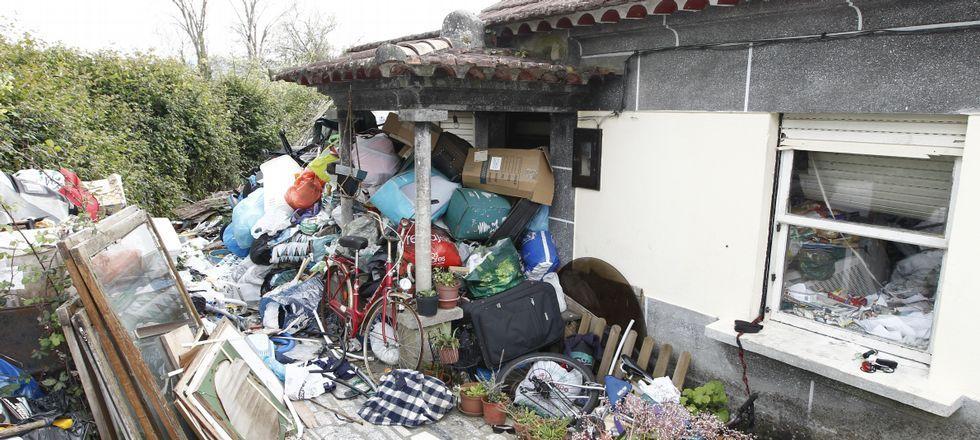 Dori, la amiga tinerfeña de José Ángel, dice que él le explicó que recogía objetos porque quería amueblar su casa en octubre.