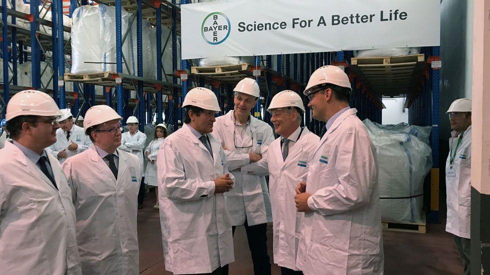 Javier Fernández en su visita a Bayer