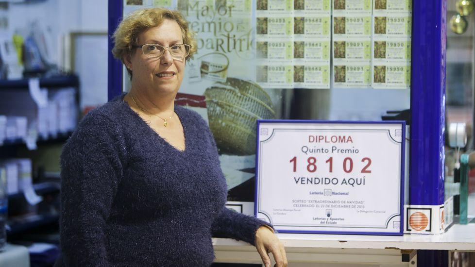 Mariola Cortizo, en su administración de lotería, en Santiago