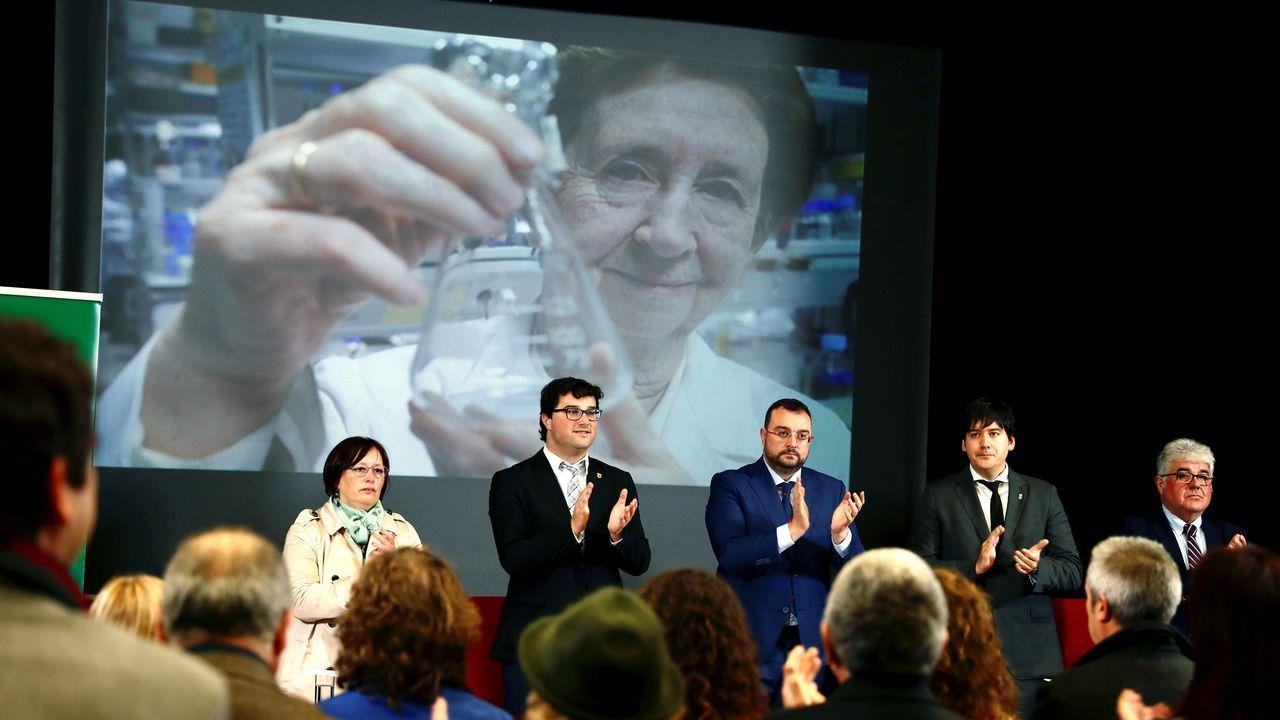 La pesca alza su voz desdeCeleiro y homenajea a Anfaco-Cecopesca. El presidente del Principado de Asturias, Adrián Barbón (c), asiste al homenaje póstumo a la científica Margarita Salas, organizado este miércoles por la Consejería de Ciencia, Innovación y Universidad en colaboración con el Ayuntamiento de Valdés.