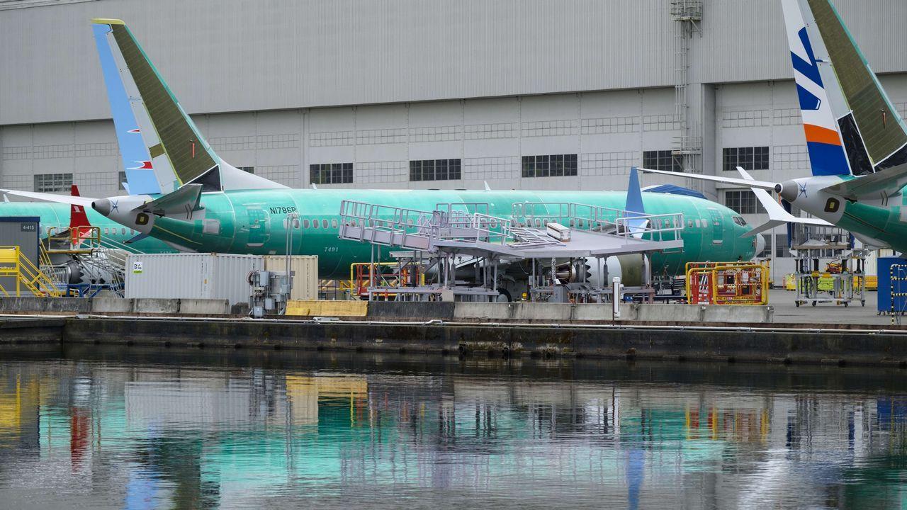 Oficina de empleo.Imagen de un Boeing 737 Max