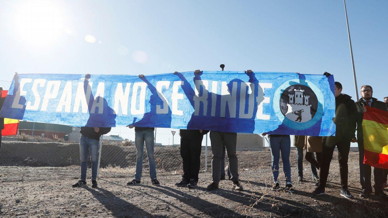 Intento de boicot en el cierre de campaña de ERC en Estremera.Mural en las calles de Barcelona